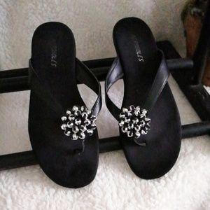 Aerosoles black leather thong sandals